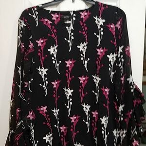 Beautiful Alfani ruffle sleeve blouse Small